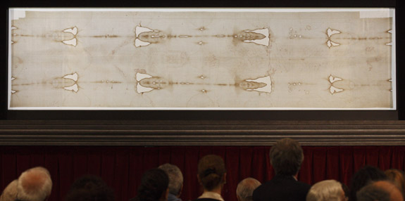 People view the Shroud of Turin on display at the Cathedral of St. John the Baptist in Turin, Italy, in this April 26, 2010, file photo. Pope Francis announced Nov. 5 that he will visit the shroud June 21, 2015. The shroud will be on public display in the cathedral April 19-June 24, 2015. (CNS photo/Paul Haring) See POPE-SHROUD Nov. 5, 2014.